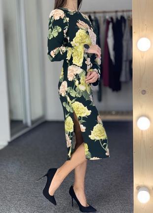 Красивое удлиненное платье в цветы пионы с боковыми разрезами
