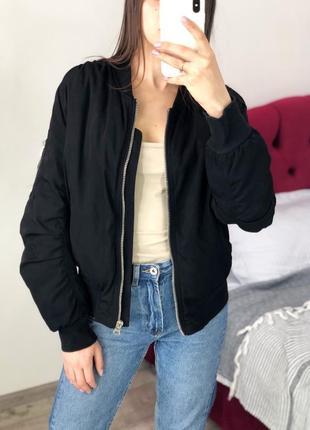 Объёмный плотный бомбер куртка