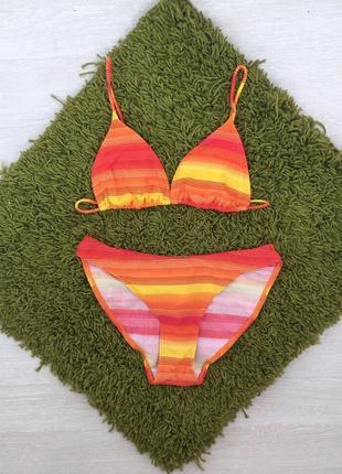 Яркий оранжевый купальник