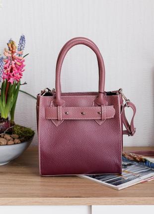 Итальянская кожаная сумка с градиентом сливового цвета, италия