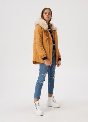 Куртка кэмэл с меховой отделкой демисезонная