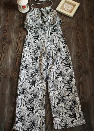 Ромпер комбинезон из плотной ткани с цветочным принтом и открытой спиной