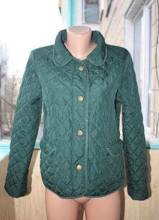 Стильная стёганая куртка красивого изумрудного цвета