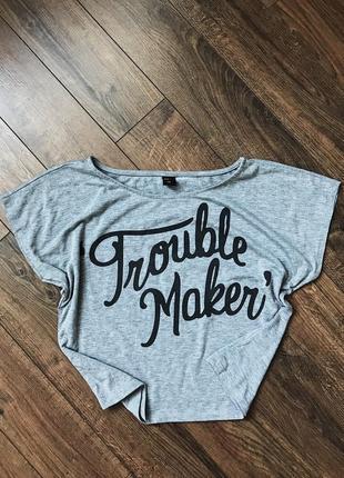 Крутая базовая свободная серая меланжевая футболка топ с надписью trouble maker