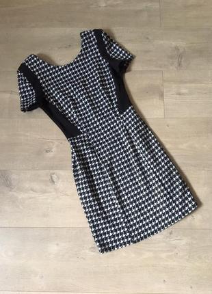 Стильное плотное платье