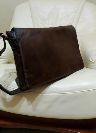 Фирменная мужская сумка leabags. натуральная кожа