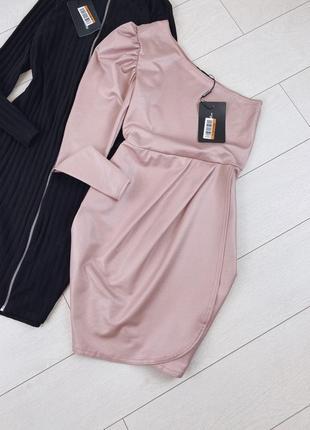 Пудровое платье на одно плечо