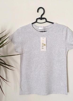 Новая качественная коттоновая  светло-серая футболка
