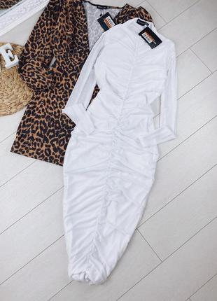 Белоснежное платье миди со стяжкой