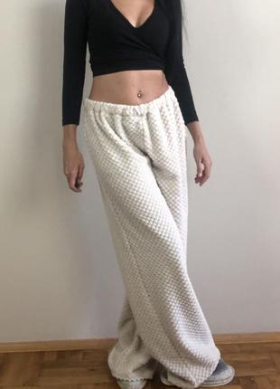 Широкие свободные пижамные штаны домашние айвори короткий мех штаны