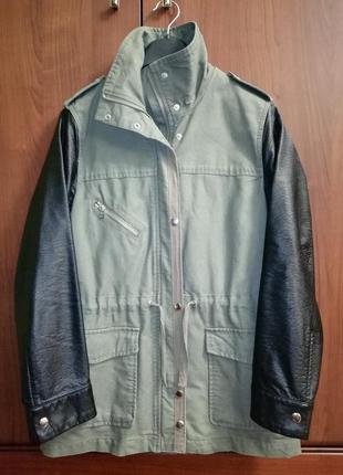 Актуальная куртка-парка хаки из качественного денима с кожаными рукавами