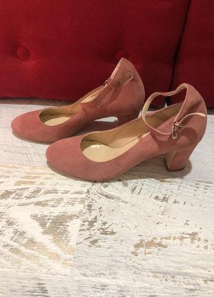 Замшевые туфли на устойчивом каблуке 37-38рр