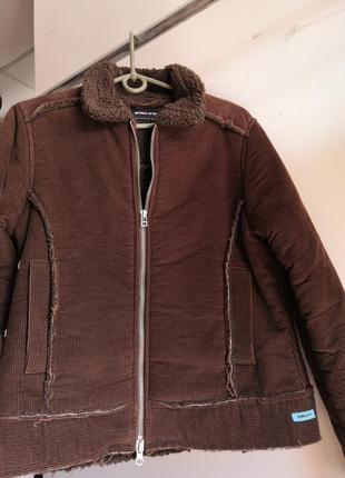 Вельветовый утипленный пиджак, размер м