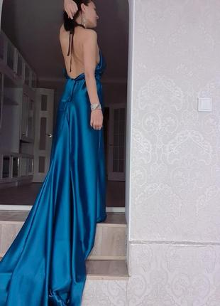 Шикарное платье с шлейфом вечернее для фотосесии