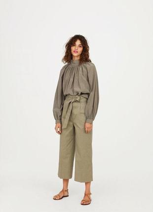 Широкие брюки с поясом и высокой посадкой с боковыми карманами укороченные кюлоты
