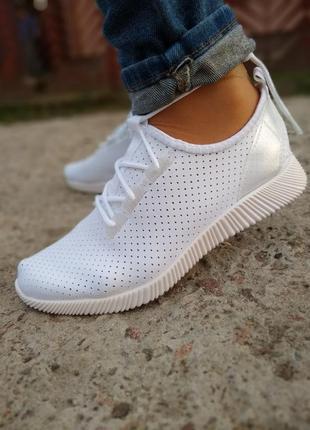 Летние белые кроссовки, белые кеды, перфорация, сетка мокасины