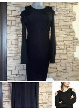 Платье с приоткрытыми плечами и длинным рукавом