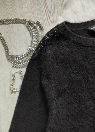 Черный вязаный свитер кофта с ажурными вставками на декольте гипюр вышивка на груди плечах5 фото