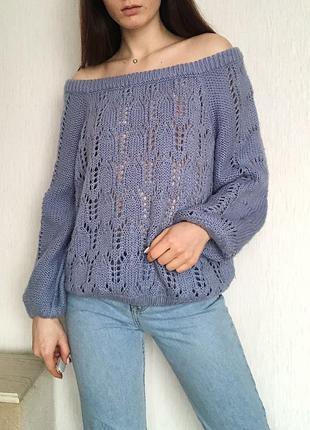 Женский оверсайз свитер голубого цвета ажурный на плечи со спущенными плечами