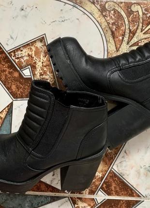 Ботинки hm на каблуке