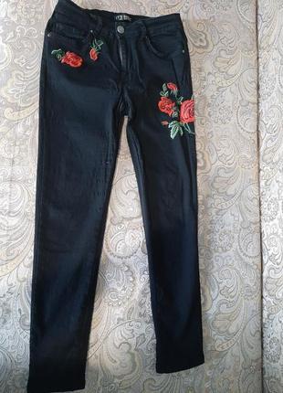 Шикарные джинсы стрейч с вышивкой