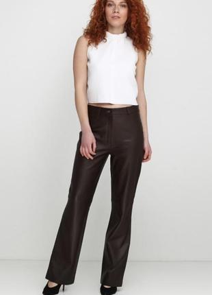 Стильные кожаные брюки от zara