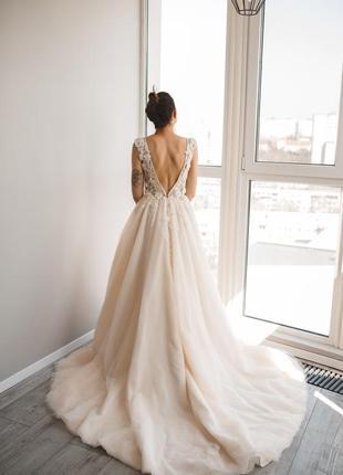 Свадебное платье с открытой спинкой весільна сукня з відкритою спинкою пудрового кольору