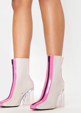 Стильные ботинки с неоновыми вставками на каблуке