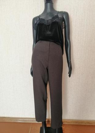 Стильные брюки с высокой посадкой
