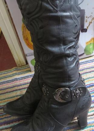 Кожаные  демисезонные сапоги с вышивкой и камнями 38 размер торг возможен