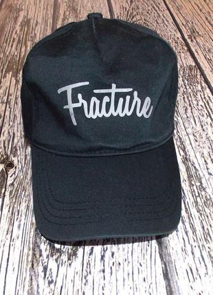 Фирменная кепка для мужчины
