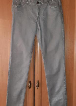 Серые джинсы с серебристым напылением