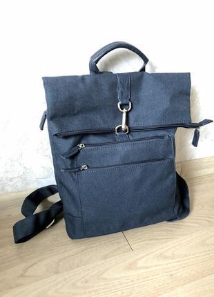 Красивый синий рюкзак