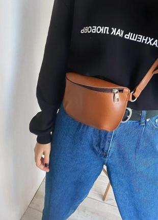 Стильна невелика вмістка жіноча бананка сумка на пояс через плече екокшіра різні кольори