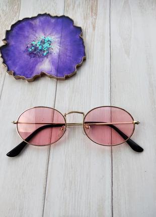 Розовые овальные очки