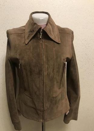 Замшевая куртка коньячного цвета