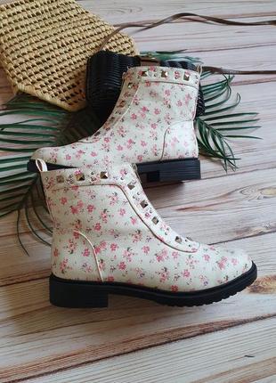 Красивые цветочные весенние демисезонные ботинки с заклепками и замком8 фото