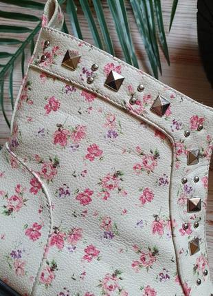 Красивые цветочные весенние демисезонные ботинки с заклепками и замком10 фото