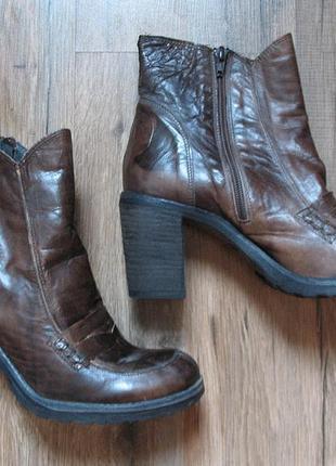 Кожаные итальянские ботинки, боты, ботильоны на устойчивом каблуке