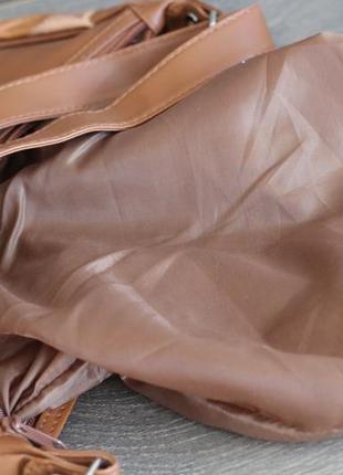 Стильная и легенькая кожаная сумка8 фото
