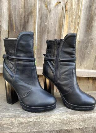 Полусапожки h&m  ботинки, туфли.