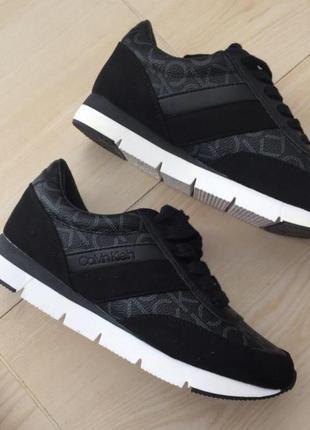Кросівки стильні