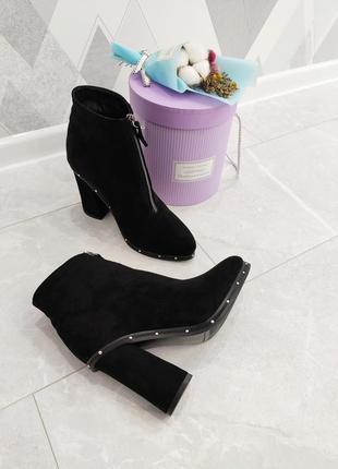 Черные ботильоны ботинки на толстом каблуке с острым носом замшевые зимние