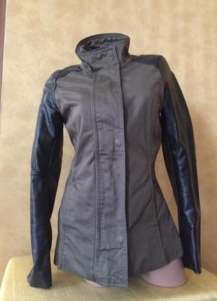 Стильная весенняя куртка с кожаными рукавами/ пальто/ пиджак