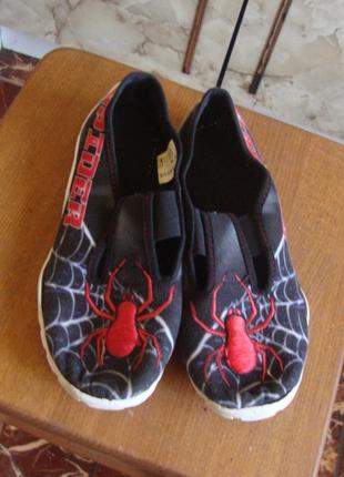 Тапочки мокасины черно-красные spider 35 стелька 22 см