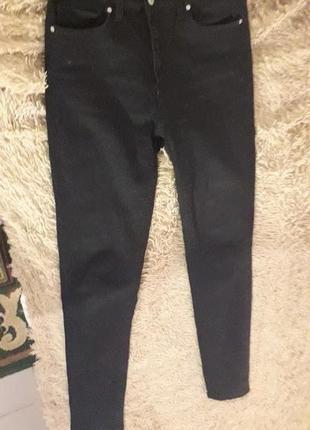Чорні облягаючі штани