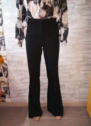 Клешные брюки с перфорацией