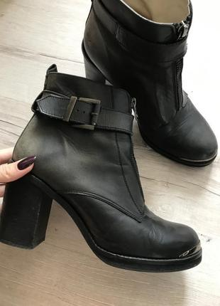 Кожаные ботинки на устойчивом каблуке office