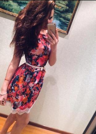 Платье с цветными узорами