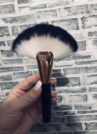 Кисть для макияжа